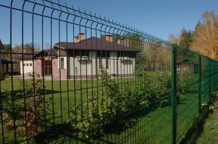 Забор из сетки для дома