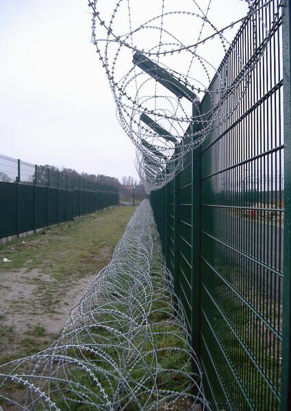 забор промышленный фото
