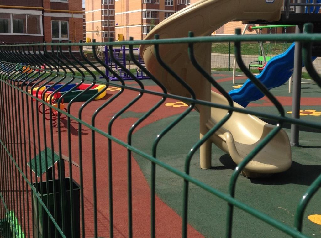 сварная сетка для ограждения детской площадки фото