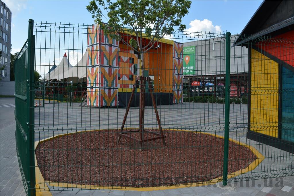 городское ограждение из сетки фото