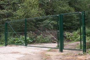 Ворота распашные из сетки в полимерном покрытии фото