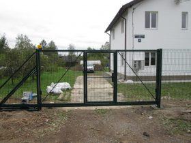 Фото консольных ворот из сетки