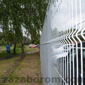 Забор из сетки для парковки фото.