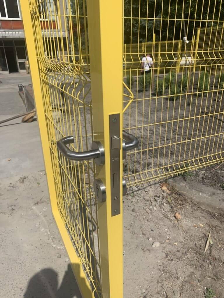 паркан жовтий