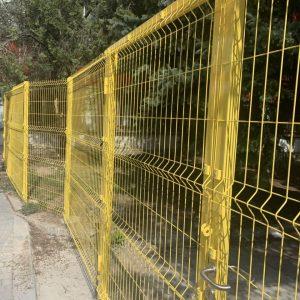 забор из сварной сетки желтый