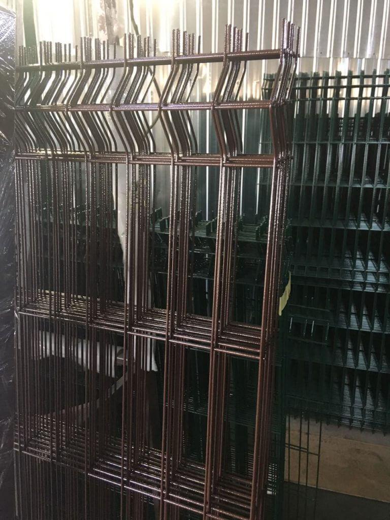 забор из сварной сетки RAL 8017 фото