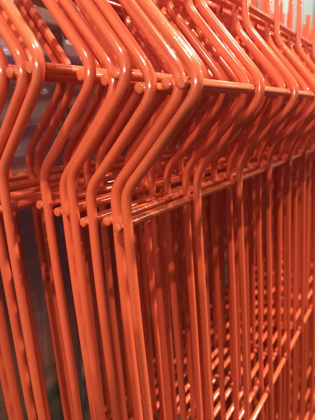забор из сетки оранжевый