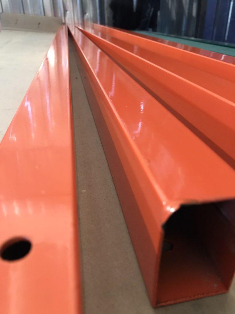 столбы оранжевые для забора